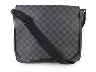 LOUIS VUITTON 〈ルイヴィトン〉 Daniel GM Shoulder Bag