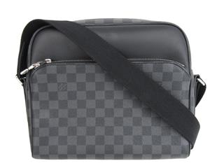 LOUIS VUITTON 〈ルイヴィトン〉 Dayton PM Business Shoulder Crossbody Bag