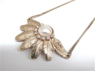 CHANEL〈シャネル〉Pearl/Feather Necklace '08A'