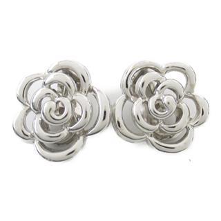 Van Cleef & Arpels〈ヴァンクリーフ&アーペル〉Camellia clip earrings